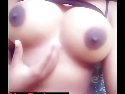 Desi girl hot selfie with boobs show